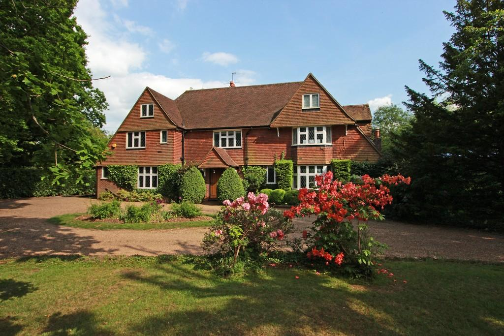 5 Bedrooms Detached House for sale in Coulsdon Lane, Chipstead