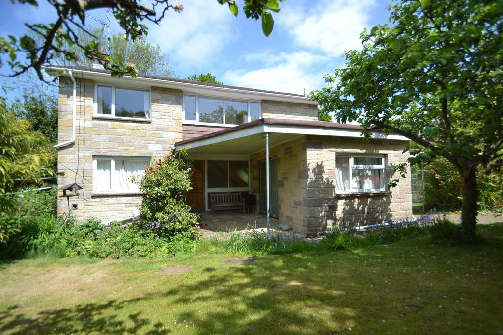 4 Bedrooms Detached House for sale in Quarr Place, Ryde