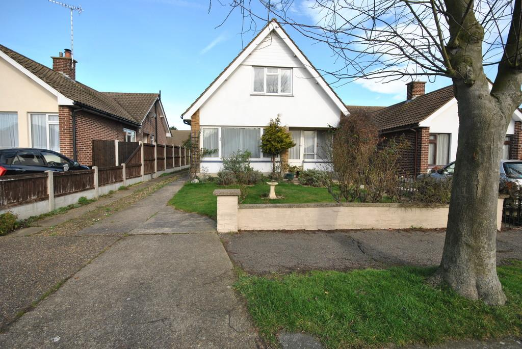 3 Bedrooms Chalet House for sale in Burlington Gardens, Hadleigh