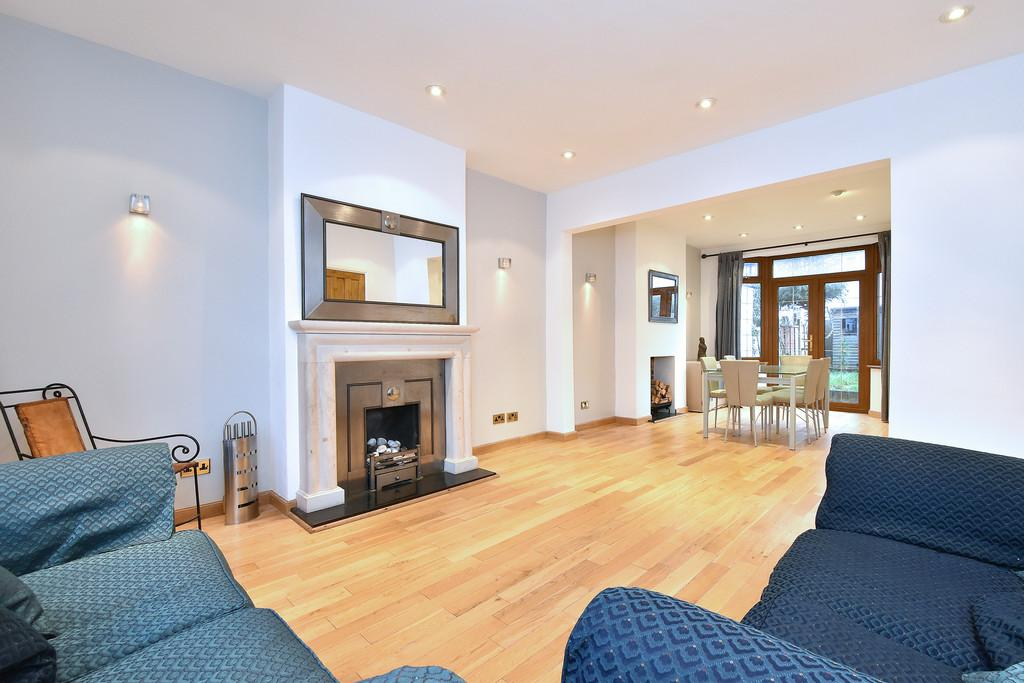 3 Bedrooms Terraced House for sale in Parbury Road, SE23