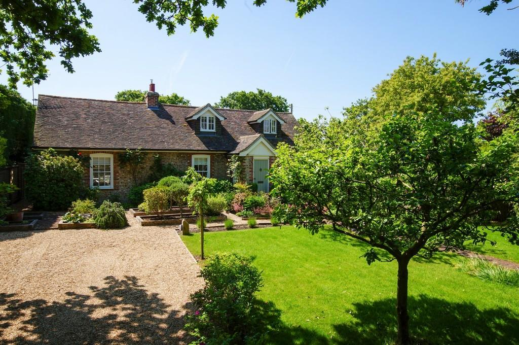 3 Bedrooms Detached House for sale in Highleigh, nr Chichester