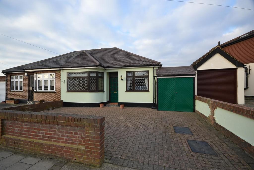 2 Bedrooms Semi Detached Bungalow for sale in Annan Way, Romford, RM1