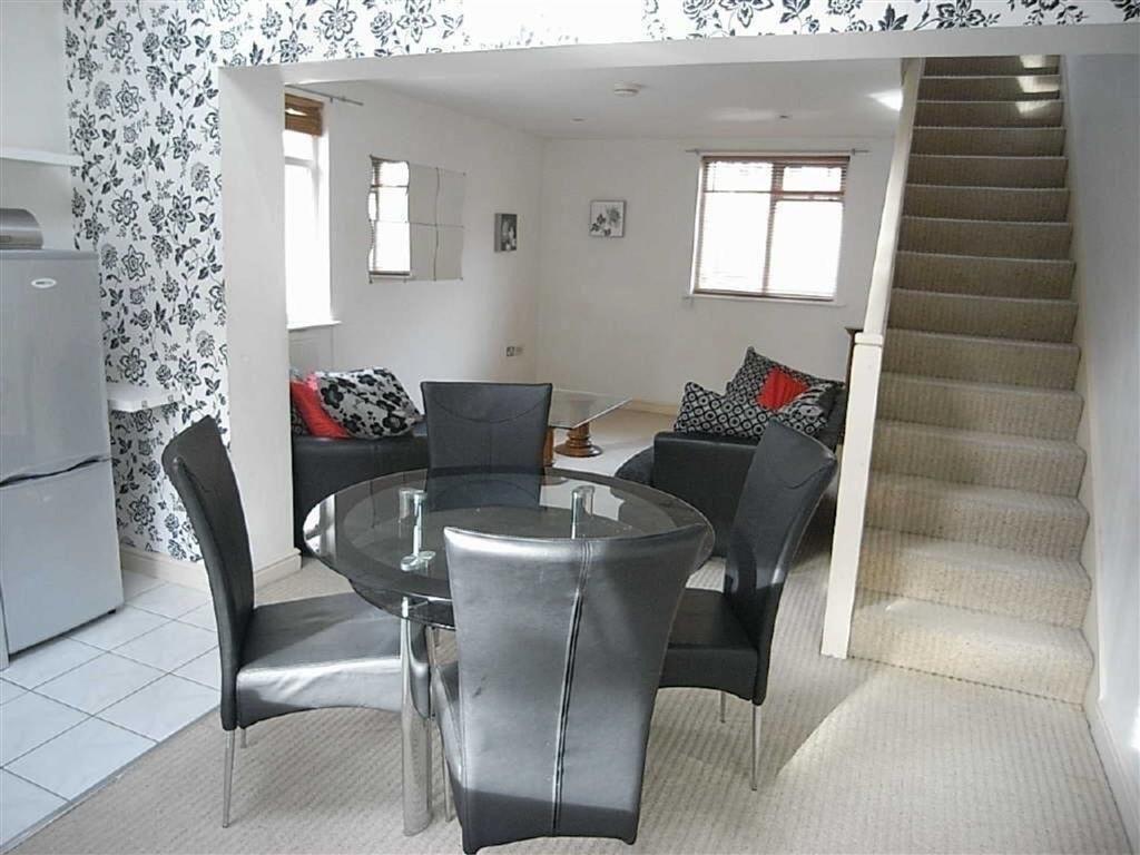 1 Bedroom Maisonette Flat for sale in Wentworth Terrace, Wakefield