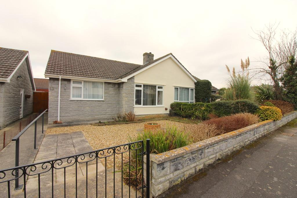 2 Bedrooms Semi Detached Bungalow for sale in Blenheim Road, Street