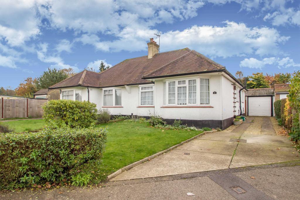 2 Bedrooms Semi Detached Bungalow for sale in Harewood Gardens, Sanderstead, Surrey, CR2 9BG