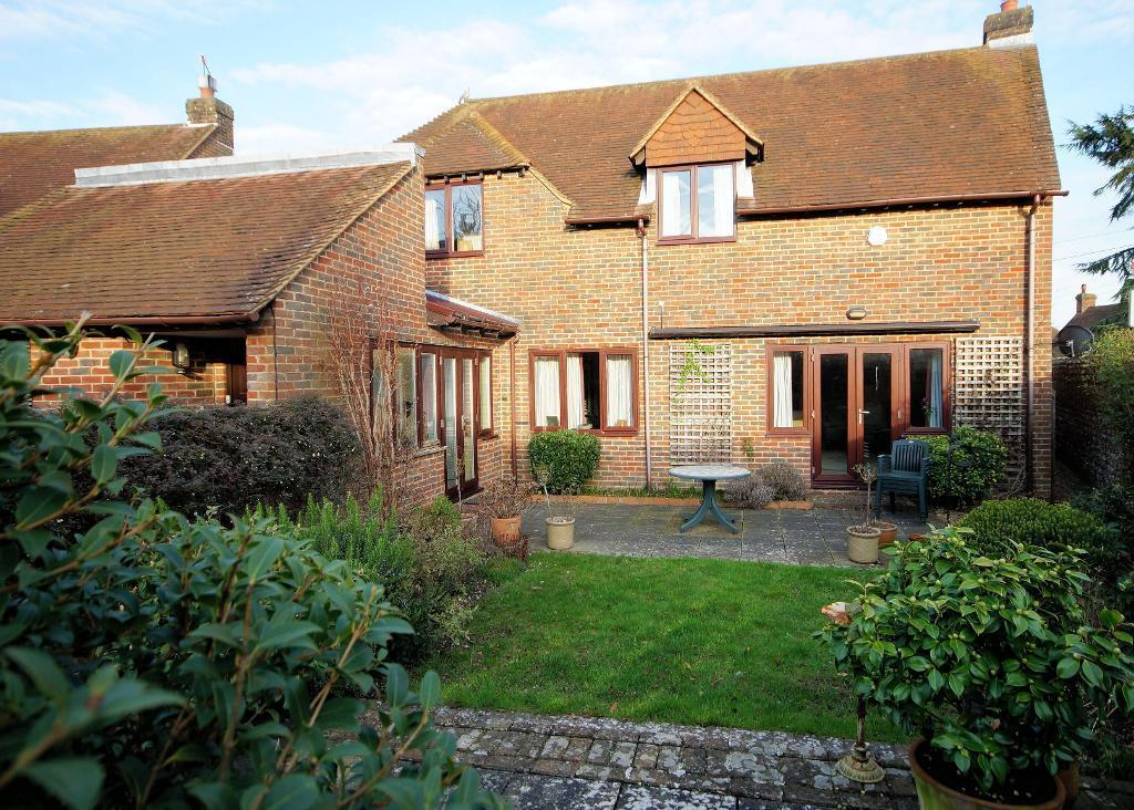 3 Bedrooms Detached House for sale in White Horse Square, Steyning, BN44 3GQ