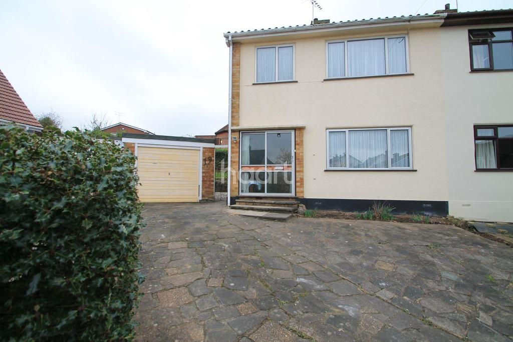 3 Bedrooms Semi Detached House for sale in Link Road, Rayleigh