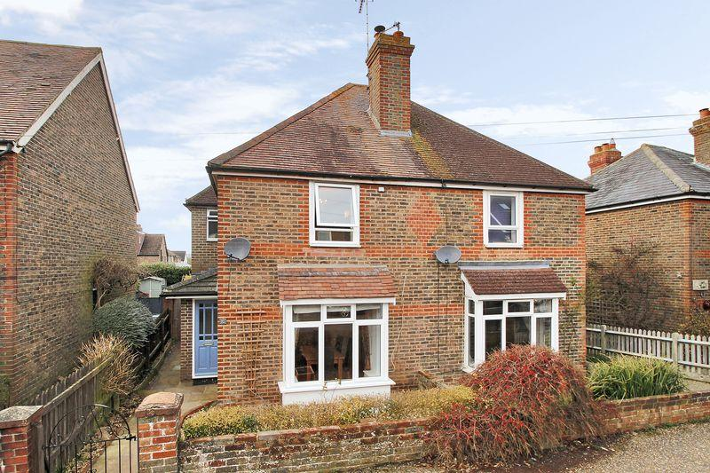 3 Bedrooms Semi Detached House for sale in Purton Road, Horsham