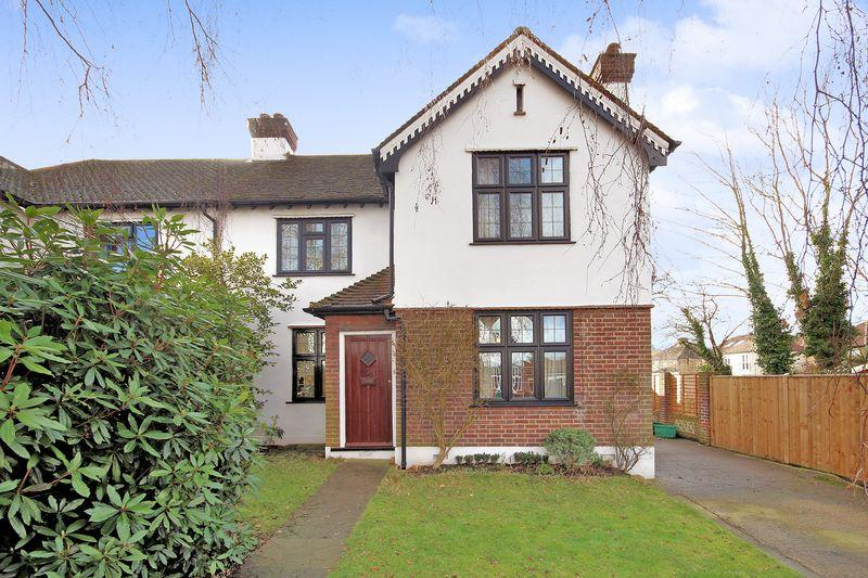 3 Bedrooms Semi Detached House for sale in Acacia Gardens, West Wickham