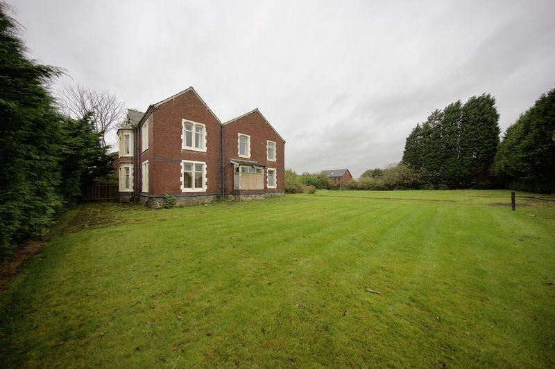 5 Bedrooms Detached House for sale in Starkey Street, Heywood