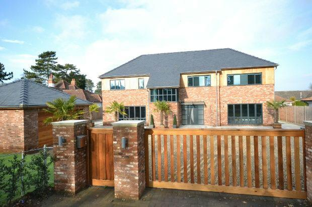 7 Bedrooms Detached House for sale in Humberston Avenue, Humberston, GRIMSBY