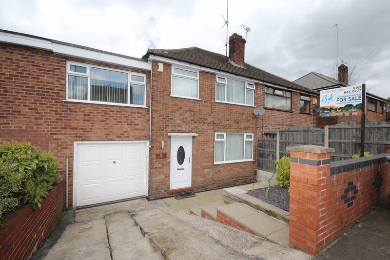 4 Bedrooms Semi Detached House for sale in Hillside Drive, Middleton, Manchester M24 2LS