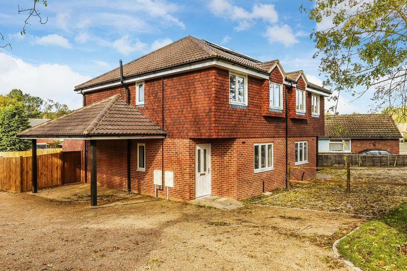 3 Bedrooms Semi Detached House for sale in Guildford