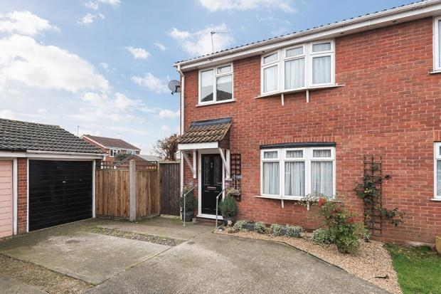 3 Bedrooms Semi Detached House for sale in Heathdene Drive, Belvedere, DA17