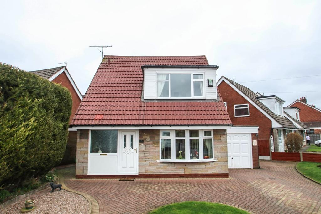 3 Bedrooms Detached House for sale in Moorside Road, Flixton, Manchester, M41