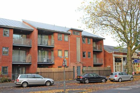 2 bedroom apartment to rent - Stretford Road, Urmston, Manchester, M41