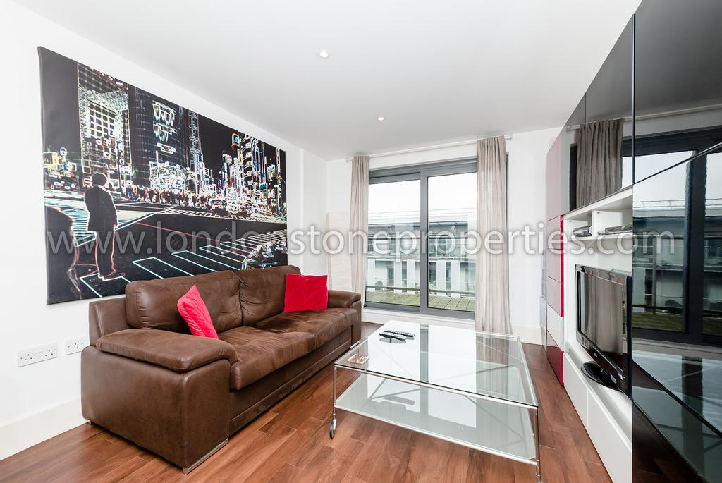 1 Bedroom Flat for sale in Royal Carriage Mews, London SE18