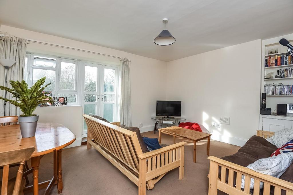 3 Bedrooms Flat for sale in Esher Gardens, Southfields, SW19