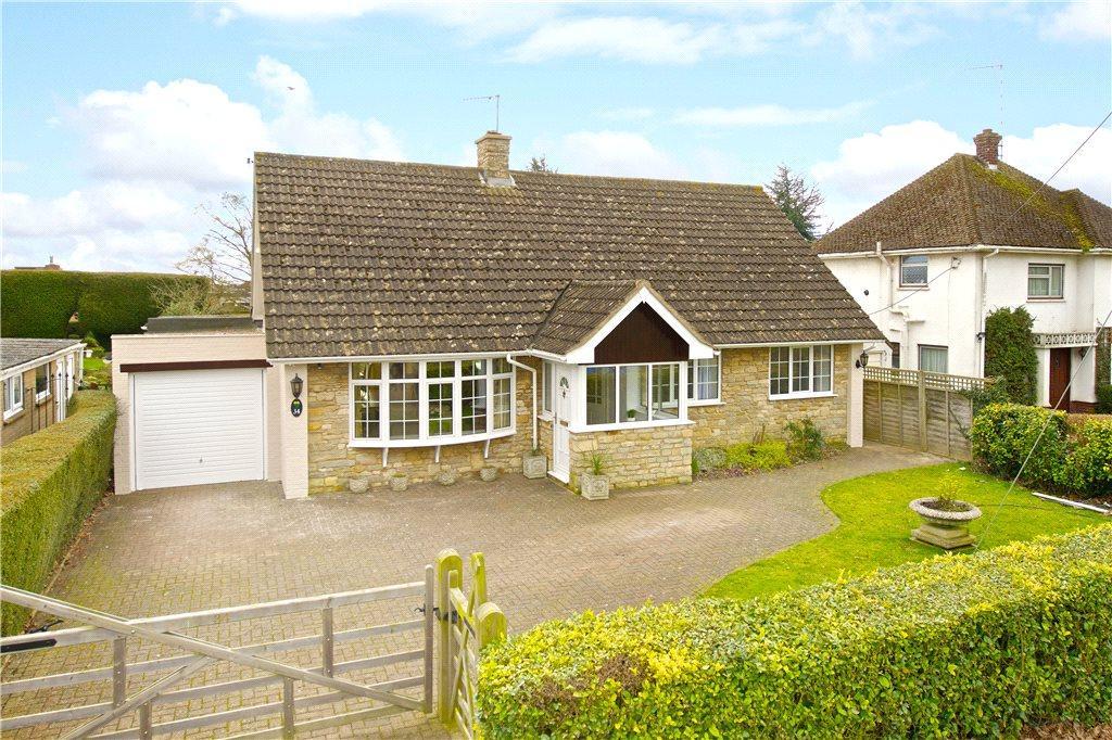4 Bedrooms Detached Bungalow for sale in Towcester Road, Greens Norton, Towcester, Northamptonshire