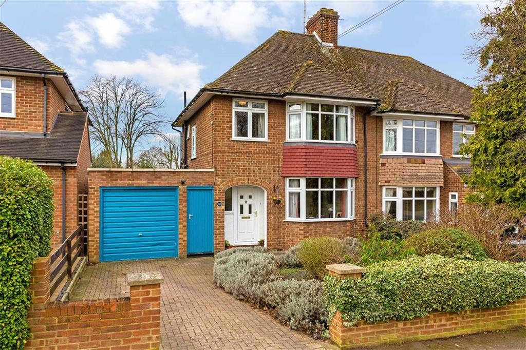 3 Bedrooms Semi Detached House for sale in Queenswood Drive, Hitchin, Hertfordshire