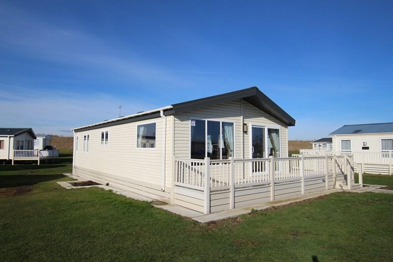 2 Bedrooms Detached Bungalow for sale in Walton-on-the-Naze