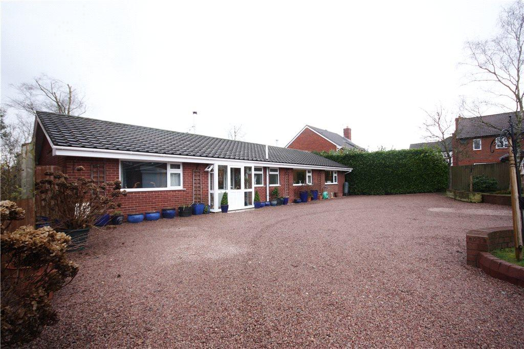 3 Bedrooms Detached Bungalow for sale in Brockhill Lane, Brockhill, Redditch, Worcestershire, B97