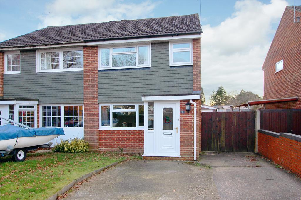 3 Bedrooms Semi Detached House for sale in DIBDEN