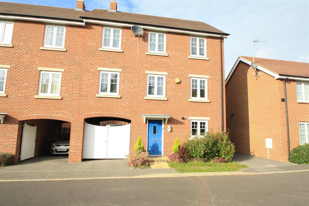 5 Bedrooms Semi Detached House for sale in Lundy Walk, Bletchley, Milton Keynes
