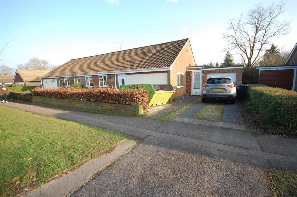 2 Bedrooms Semi Detached Bungalow for sale in Briars Lane, Hatfield