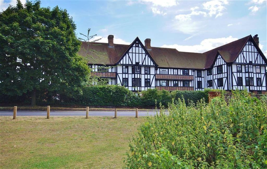 2 Bedrooms Apartment Flat for sale in Queens Close, Esher, Surrey, KT10