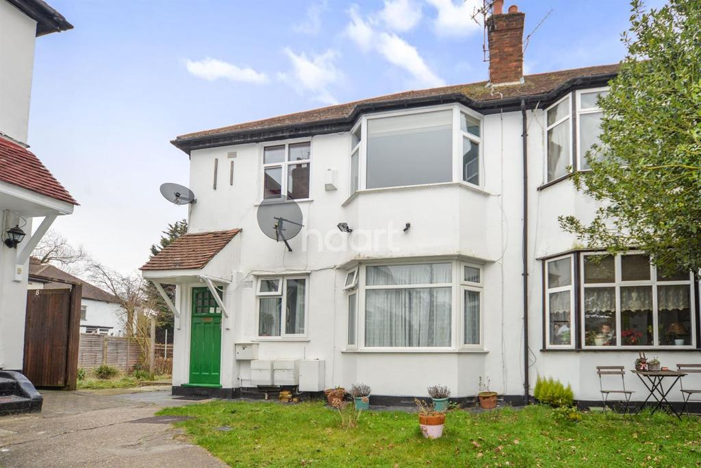 2 Bedrooms Maisonette Flat for sale in Chalfont Court, Colindeep Lane, NW9