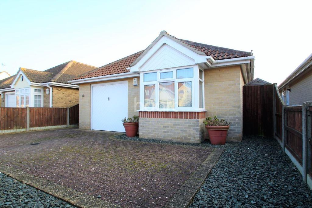 2 Bedrooms Bungalow for sale in Cliff Road, Holland-on-Sea