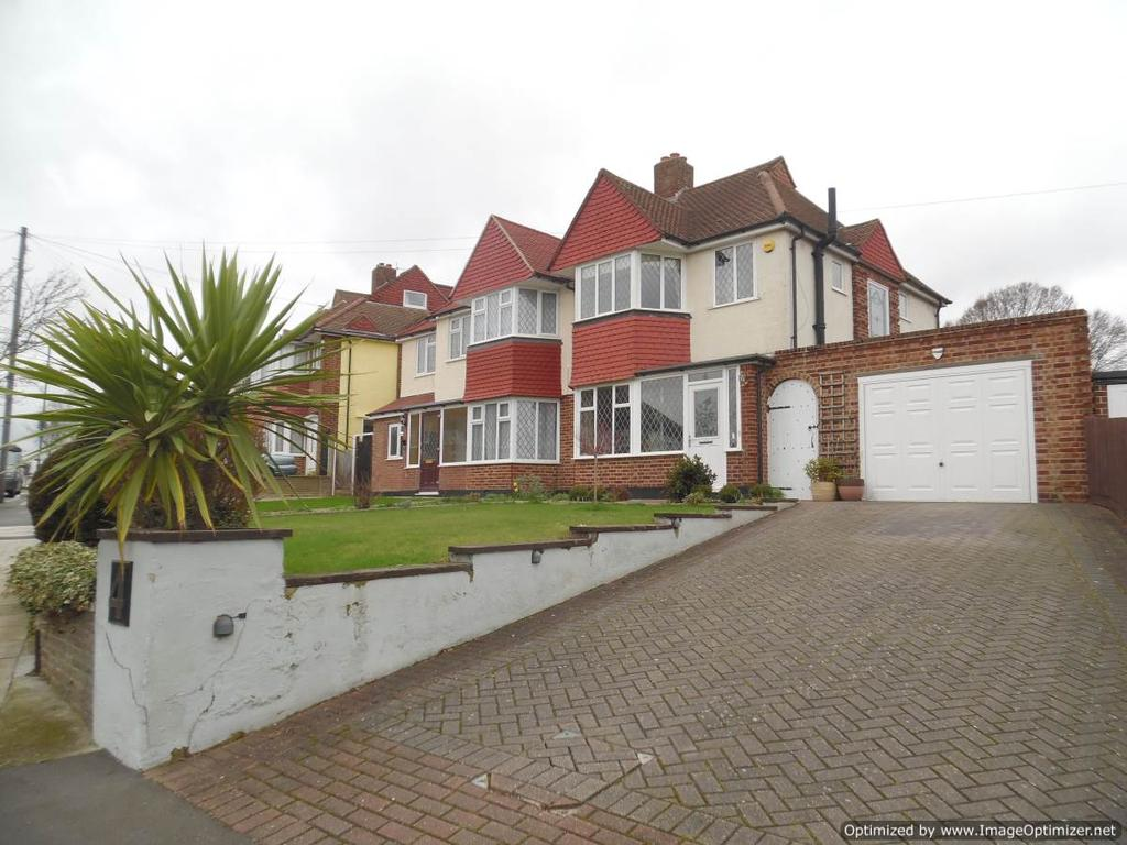 3 Bedrooms Semi Detached House for sale in Kingsbridge Road, Morden SM4