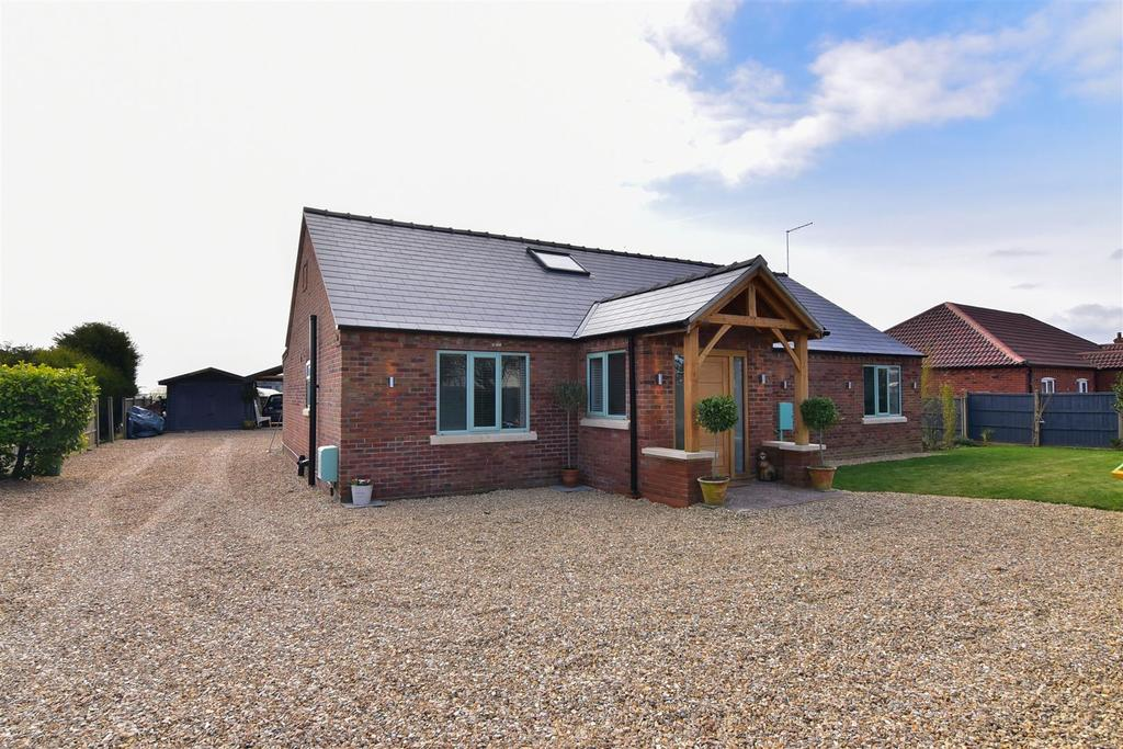 4 Bedrooms Detached House for sale in Moulton Chapel Road, Moulton Chapel