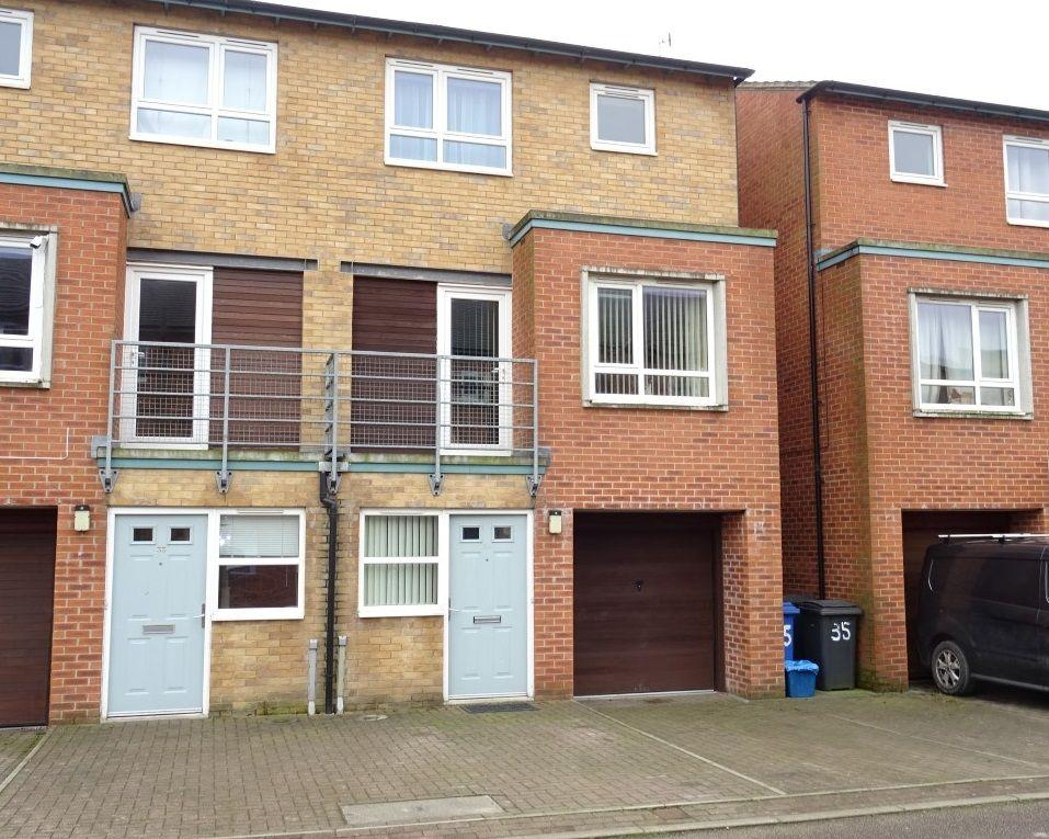 3 Bedrooms Town House for sale in 35 Park Grange Mount, Norfolk Park S2