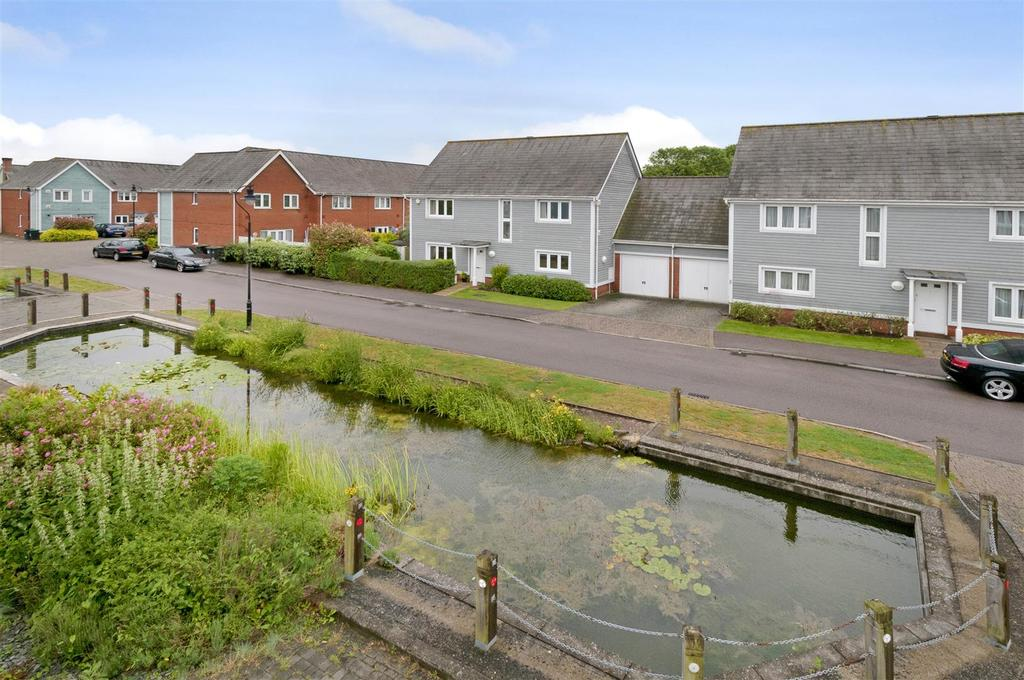 5 Bedrooms Detached House for sale in Perch Close, Leybourne Lakes, ME20 6TN