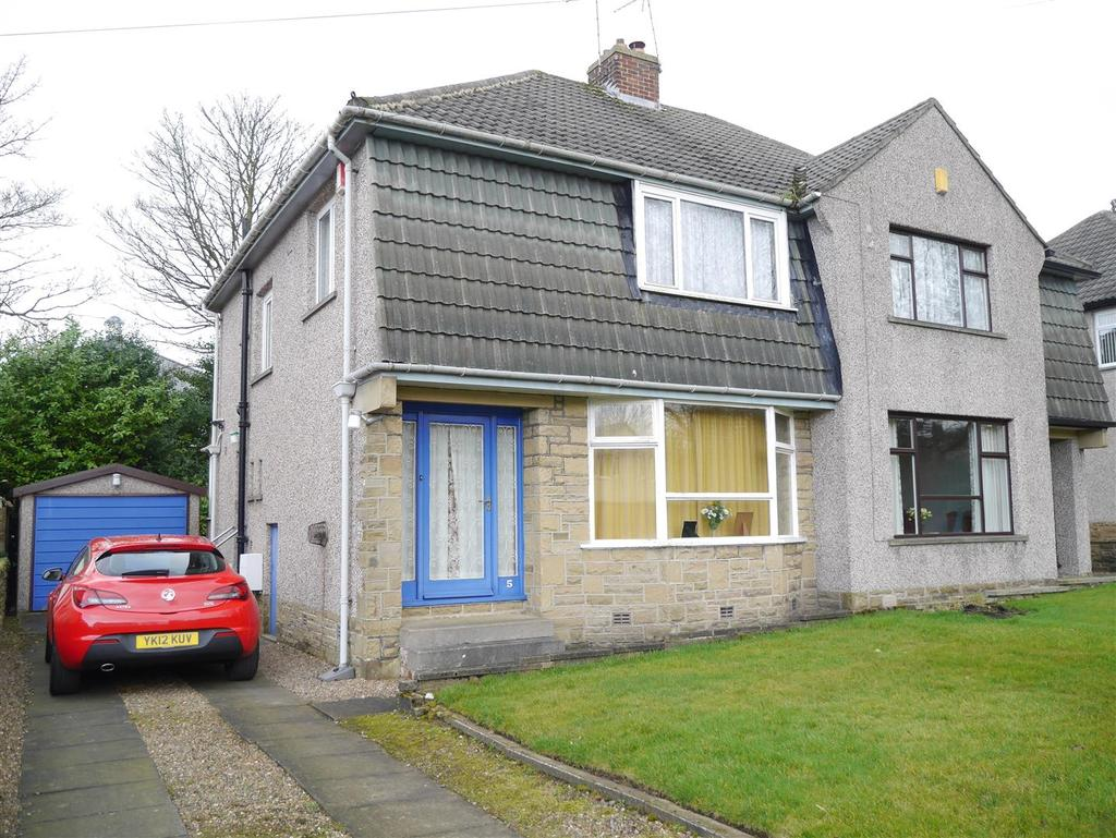 3 Bedrooms Semi Detached House for sale in Greycourt Close, Idle, Bradford, BD10 8QJ
