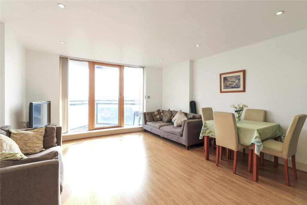 2 Bedrooms Flat for sale in Orion Point, Orion Point, Crews Street, London
