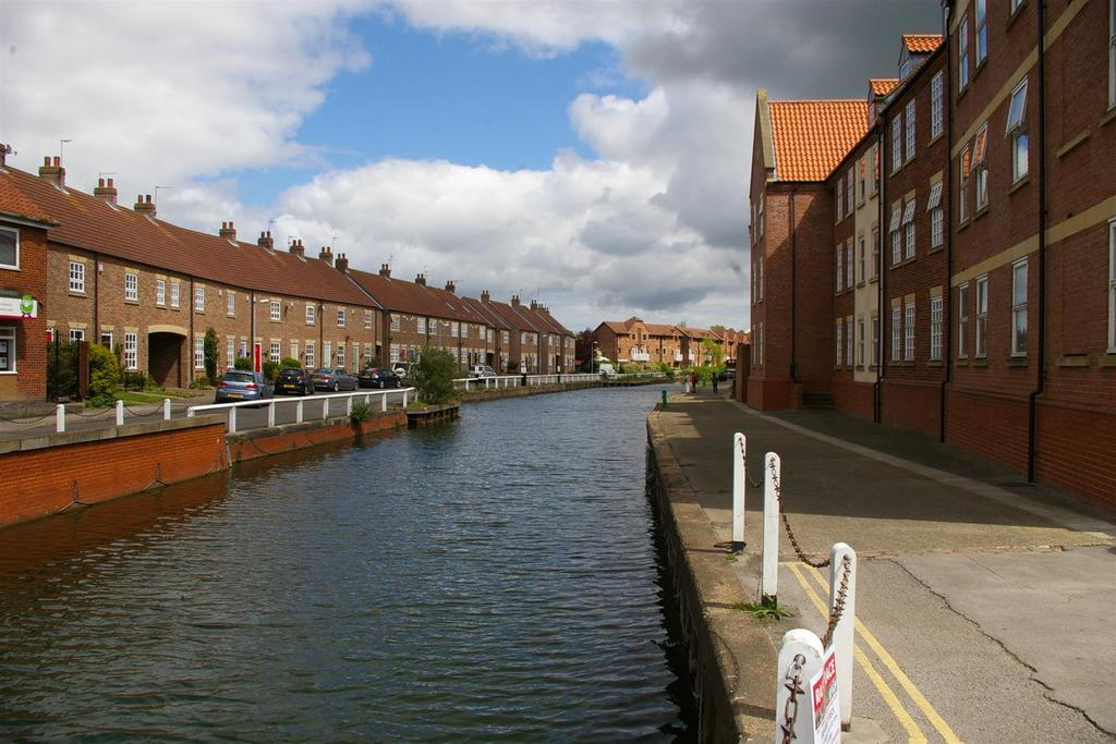 2 Bedrooms Flat for sale in Apartment 5, Minster Wharf, Beverley, East Yorkshire, HU17 0PS