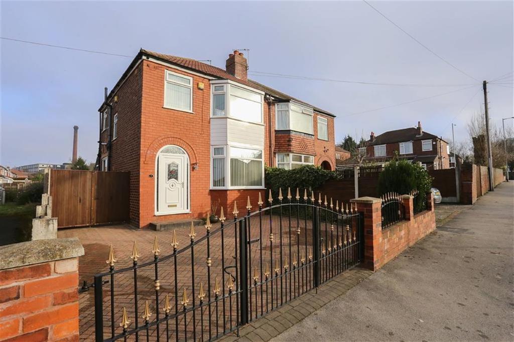 3 Bedrooms Semi Detached House for sale in Keswick Road, Heaton Chapel