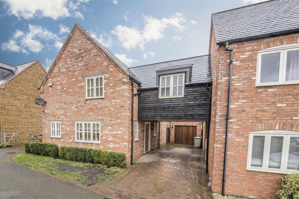 3 Bedrooms Detached House for sale in Darlow Close, Broughton