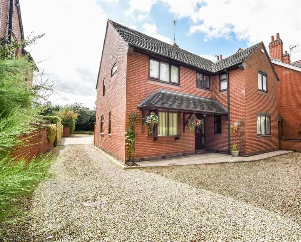 4 Bedrooms Detached House for sale in Belvoir Drive, Aylestone, Leicester