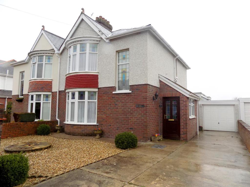 3 Bedrooms Semi Detached House for sale in Poplars Avenue, Neath