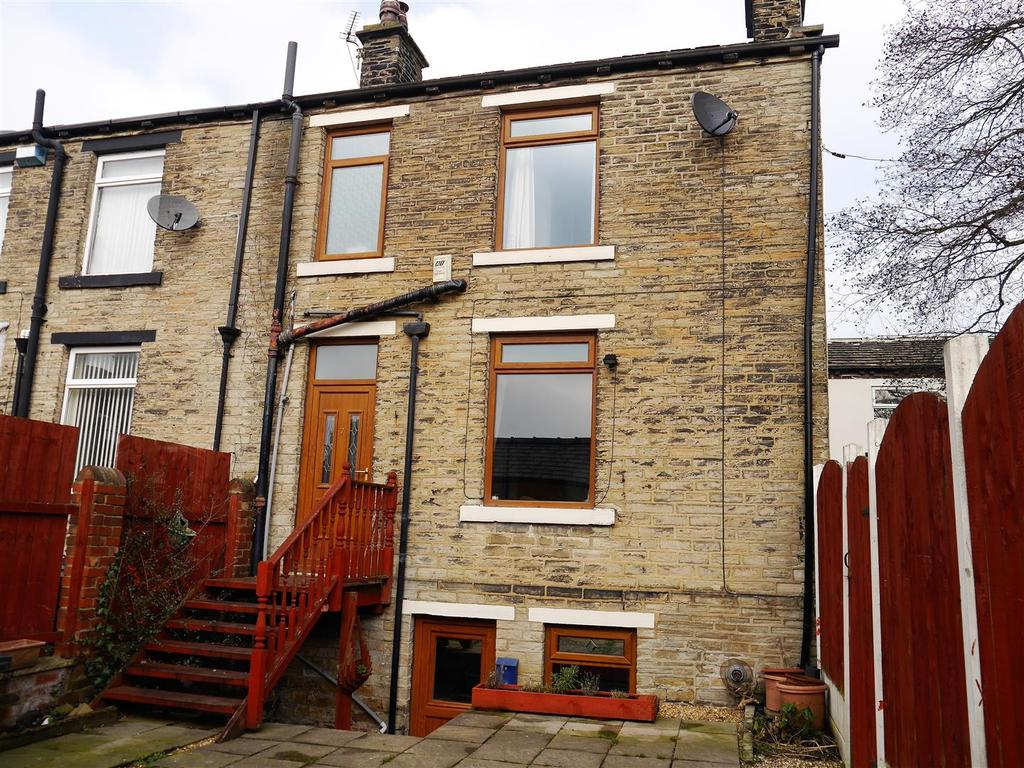 2 Bedrooms Cottage House for sale in Farrar Buildings, Wyke, Bradford, BD12 9PE