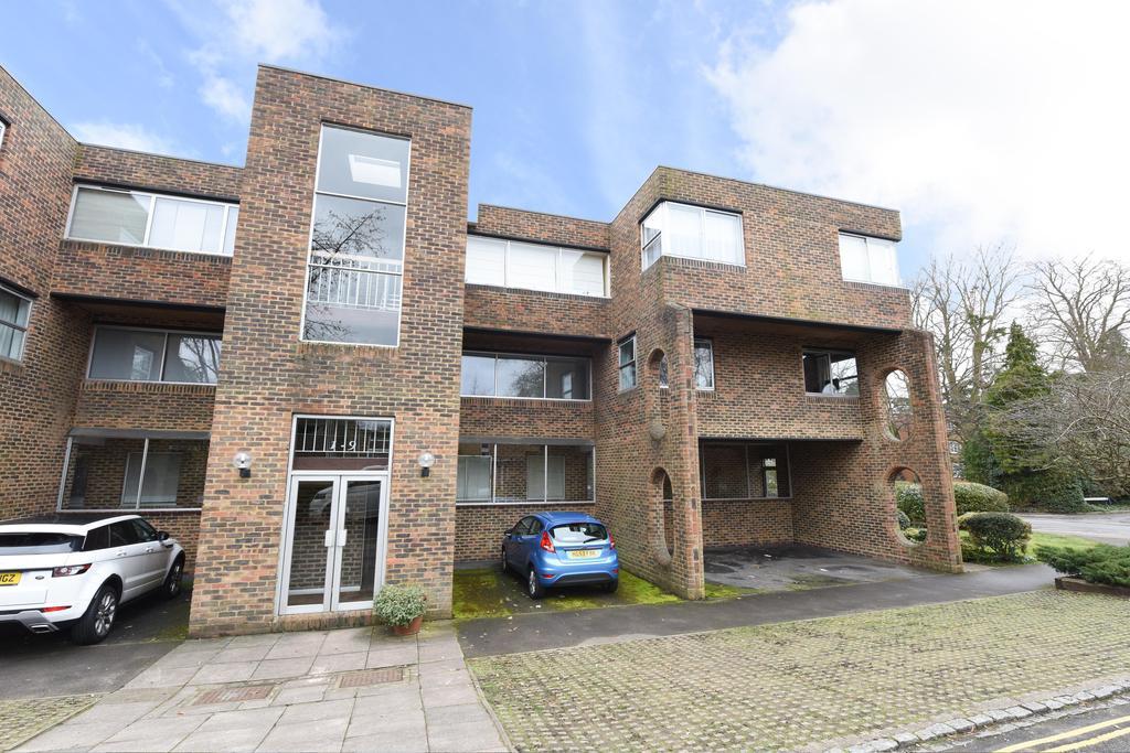 2 Bedrooms Apartment Flat for sale in Stroudwater Park, Weybridge KT13