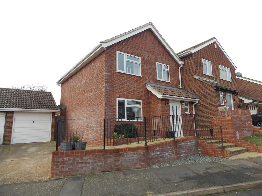 3 Bedrooms Semi Detached House for sale in Coney Furlong, Peacehaven, East Sussex