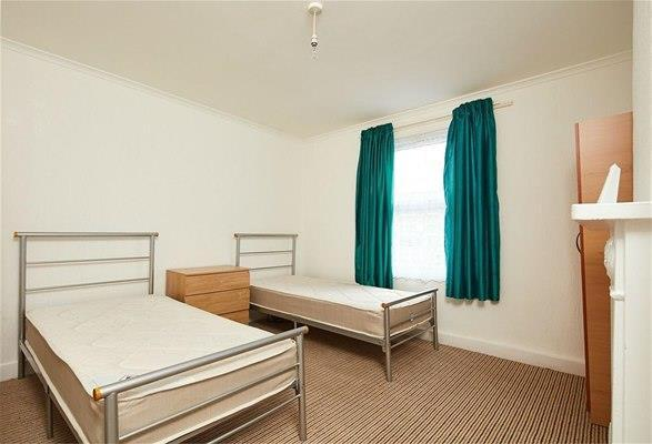 2 Bedrooms Flat for sale in Rucklidge Avenue