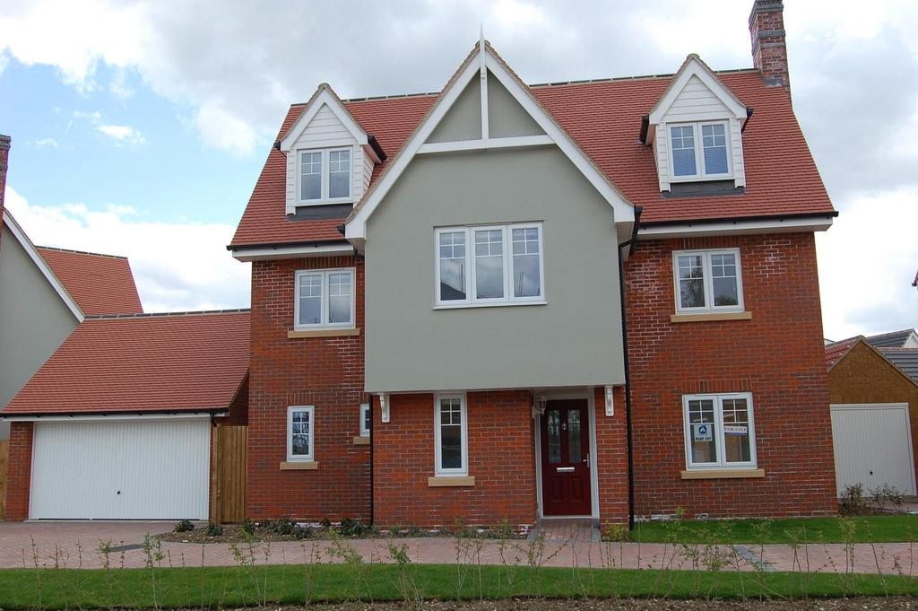 6 Bedrooms Detached House for sale in WOODLANDS PARK, GREAT DUNMOW CM6