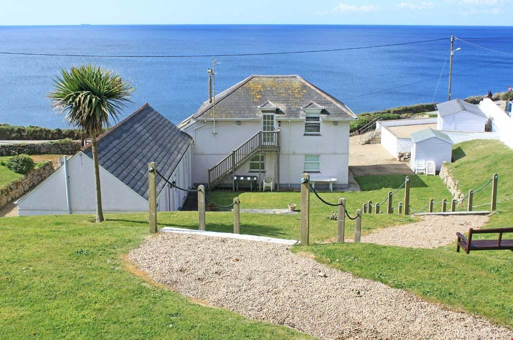 5 Bedrooms Detached House for sale in Porthleven, South Cornwall, TR13
