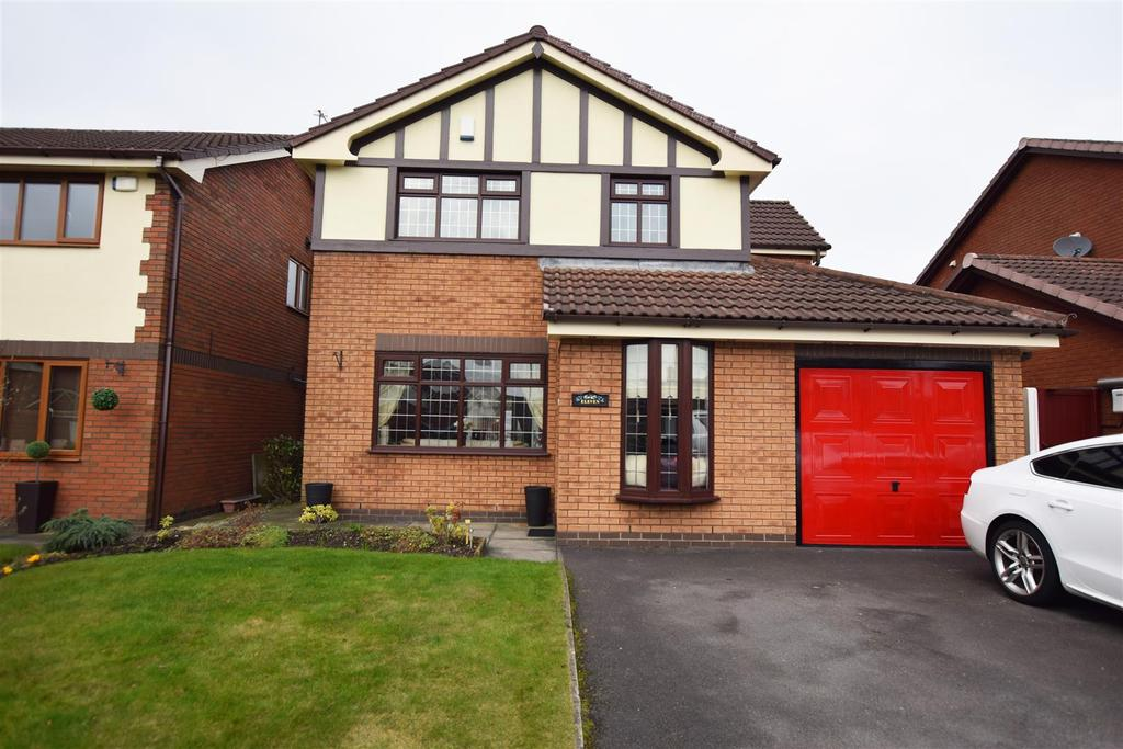 4 Bedrooms Detached House for sale in St Dominics Way, Alkrington, Middleton